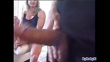 Milfona palestrata con un clitoride enorme... doppia penetrazione!
