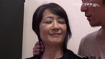 和食を振舞うお母さん   中山佳子 2 12 min