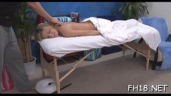 Sexy scopata duro e sborrata in faccia durante un video di massaggio