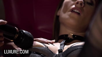 Mina Sauvage in hot lingerie penetrated by a sex machine