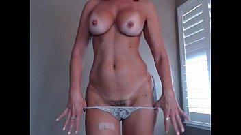 Pretty Milf JessRyan flashing pussy porno izle
