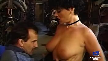 Elodie Chérie belle brune rebelle baisée dans la remise