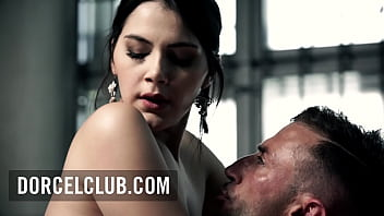 Valentina Nappi insatiable have an orgasm in jail 10分钟