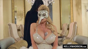 Adult costume halloween idea inexpensive - Kelly madison masquerade sexcapade