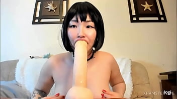 Asian Blowjob Expert Shows Off Skills On Cam