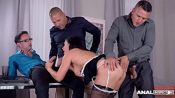 Anal inspectors get to see Lea Lexis swallow three cocks in anal gangbang Vorschaubild