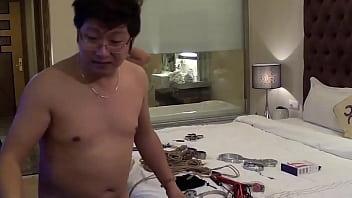 猥瑣眼鏡攝影師KK哥和國模小鄧酒店開房私拍1080P高清無水印原版