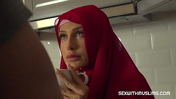 Sexy muslim girl spreads for cash