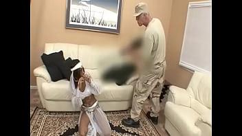 หนังโป๊อิสลาม ถูกทหารฝรั่งค่าย PORN XXX จับขืนใจหีเพราะใส่ฮิญาบสีขาว โดนข่มขืนเย็ดโครตโหด สาวอิสลามเลยสมยอมให้เย็ดดีกว่าโดนปืนของทหารฝรั่งยิงตาย