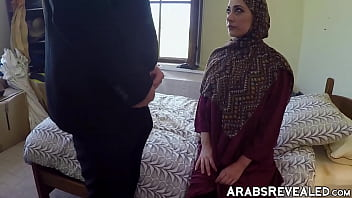 Amateur babe with hijab getting her pussy smashed 5 min