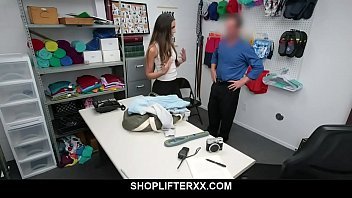 Teen latina caught stealing has to fuck security Vorschaubild