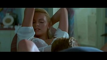 Charlize Theron in 2 Days in the Valley (1997) 80秒