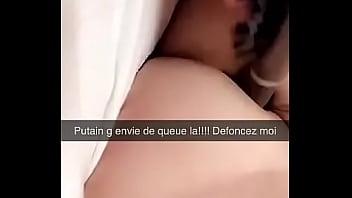 Petite salope française jouant avec son cul