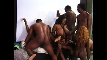 Fantastic orgy with ebony dols and black guys with big cocks 20分钟