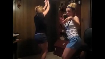 dancing to paper plaines (brinelovesamber101) [Aug 25, 2008 ]