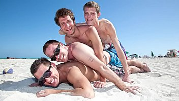 GAYWIRE - Vince Ryan, Spencer Fox, Daniel Freeman and Swiss Having A Fun Day Out