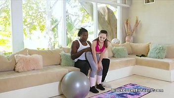 Streaming Video Personal trainers BBC can barely fit this pretty teens mouth - XLXX.video