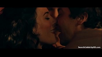 Lucy Lawless Jaime Murray in Spartacus Gods the Arena 2011