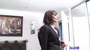 Fist et double péné pour la secrétaire Grosse Milf [Full Video]