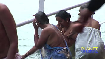 women bathing at mahakumbh Full-HD