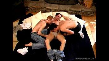 Gay Twink Trio Enjoys Group Sex Spit Roast 5分钟