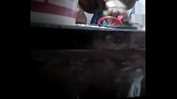 Bhabhi Bathing while devar making video