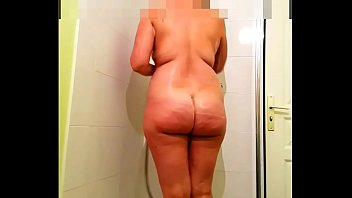 PAWG loves to be watched under the shower