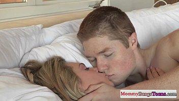 Mature stepmom Darryl Hanah gets facialized 8 min