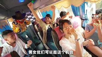 【国产】麻豆传媒作品/MTVQ6-EP1恋爱巴士 /免费观看 5分钟