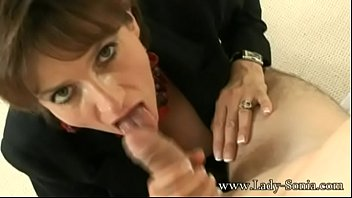 Lady Sonia meets a guy at hotel and sucks the cum out of his balls Vorschaubild