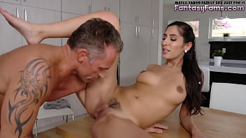 Stepdaughter Comes To Daddy In Midnight - Gianna Dior, Marcus London - Family Strokes 8分钟