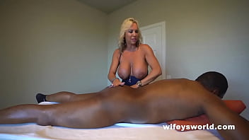 Busty Blonde MILF Sucks And Strokes BBC And Swallows Every Drop 5分钟