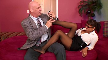 Sexy Latin Secretary Jasmen Lopez Gives An Awesome Foot Job To Her Mature Older Ceo