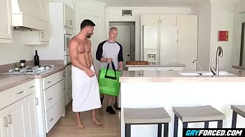 "GayForced.com - Pervy Daddy Fucks Delivery Young Guy <span class=""duration"">10 min</span>"