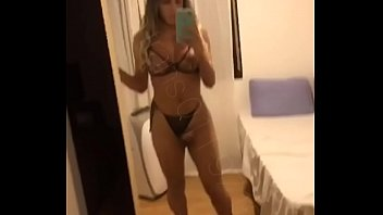 Narizinho trans dançando e batendo punheta até gozar, transsexual dancing and masturbating until enjoy.