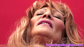 Saggy grandma doggystyled and jizzed in mouth 6分钟