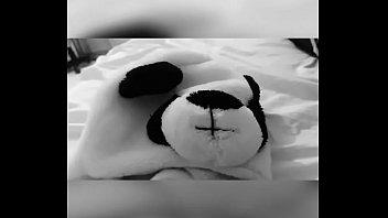 Chico tiene sexo con un panda