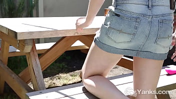 Yanks Cutie Anne Toys Her Quim Outdoors