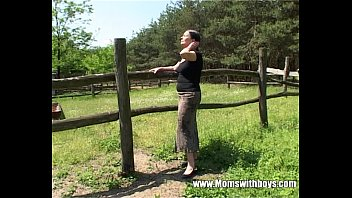 Farm anamil sex - Tall mature lady gets banged by a farm boy