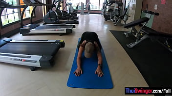 Amateurs doing a gym workout before having sex on camera in the hotel