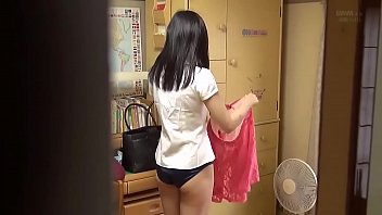 Sister change clothes (by: youtube Ronxa Lin)