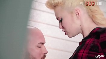 VIP SEX VAULT - Pin Up Polish Babe Misha Cross Fucks With BF In Garage Vorschaubild