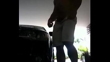 Free gay porn short vid clip - Hombre hetero lavando su auto enseña su verga