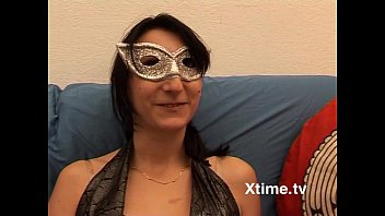 Italian amateur woman with mask shows her pussy 7 min