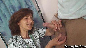 He slams sewing granny from behind Vorschaubild