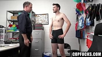"Mall Cop Jesse Zeppelin Punishes Shoplifting Twink Ryland Kingsman <span class=""duration"">8 min</span>"