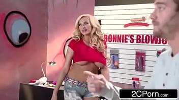 Bonnie's Blowjob Emporium - Bonnie Rotten, Summer Brielle