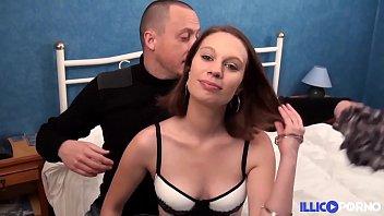 Elle se fait baiser dans le lit de son mec [Full Video]