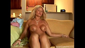 Cougar moms pussy - Sexy cougar slips out of her panties