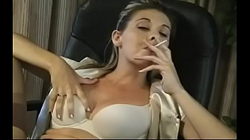 Tempting playgirl popping balloons with her cigarette porno izle